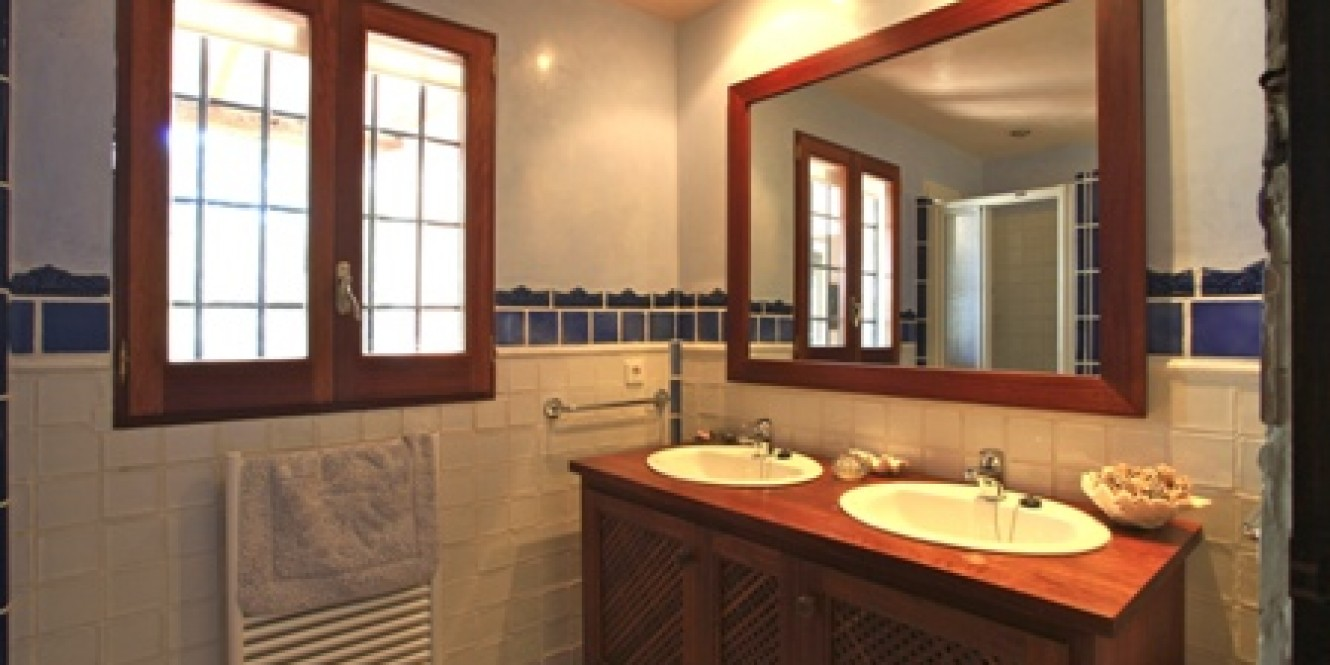 villa mar bathroom
