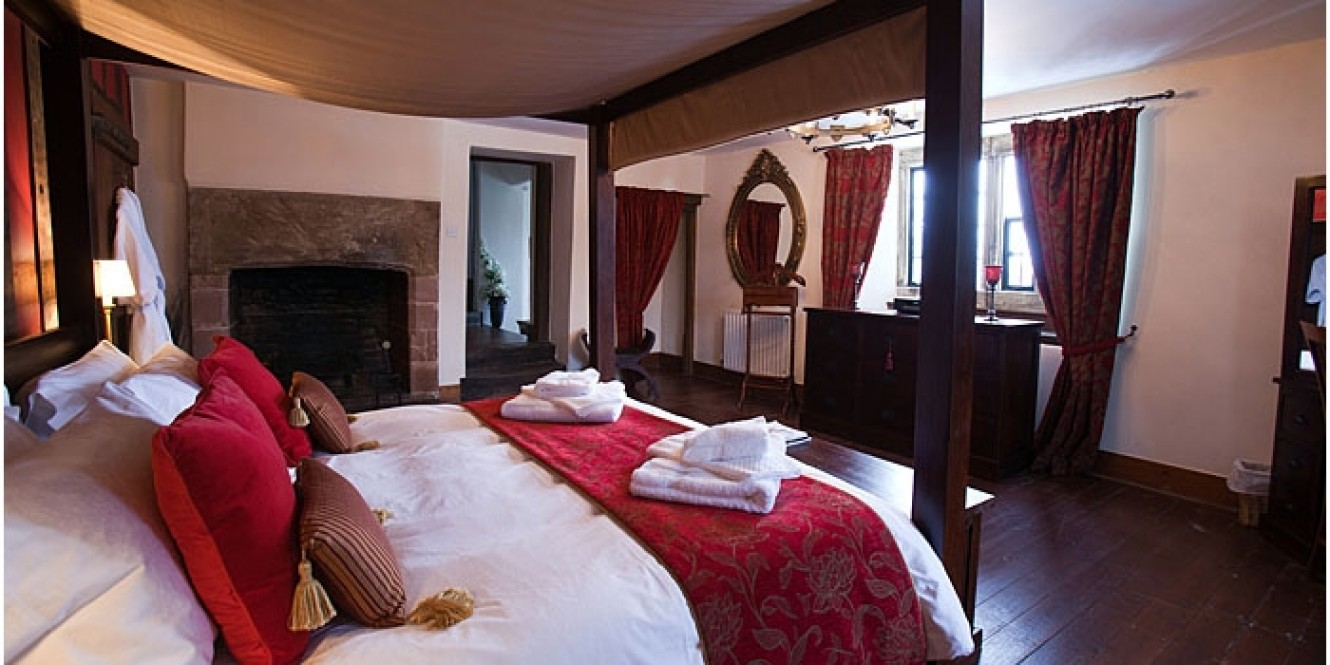 The Manor bedroom 5