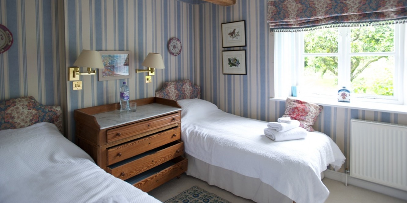 Second twin room, Shipton Cottage
