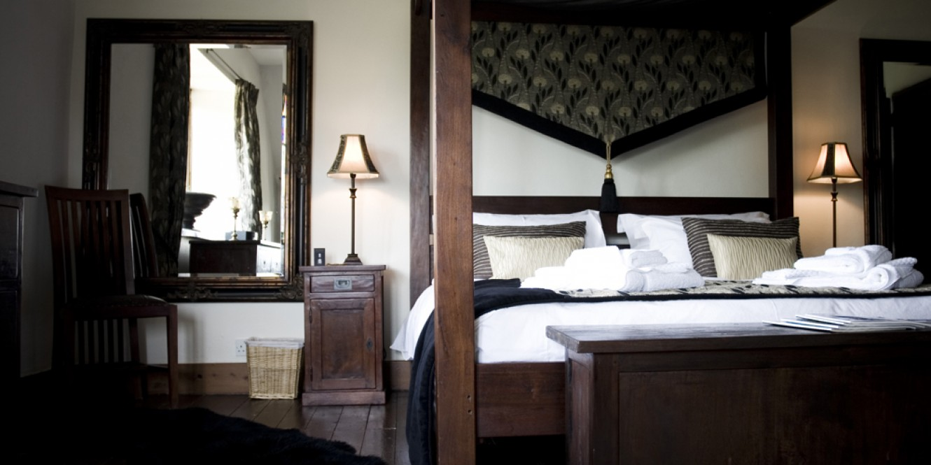 The Manor bedroom 8