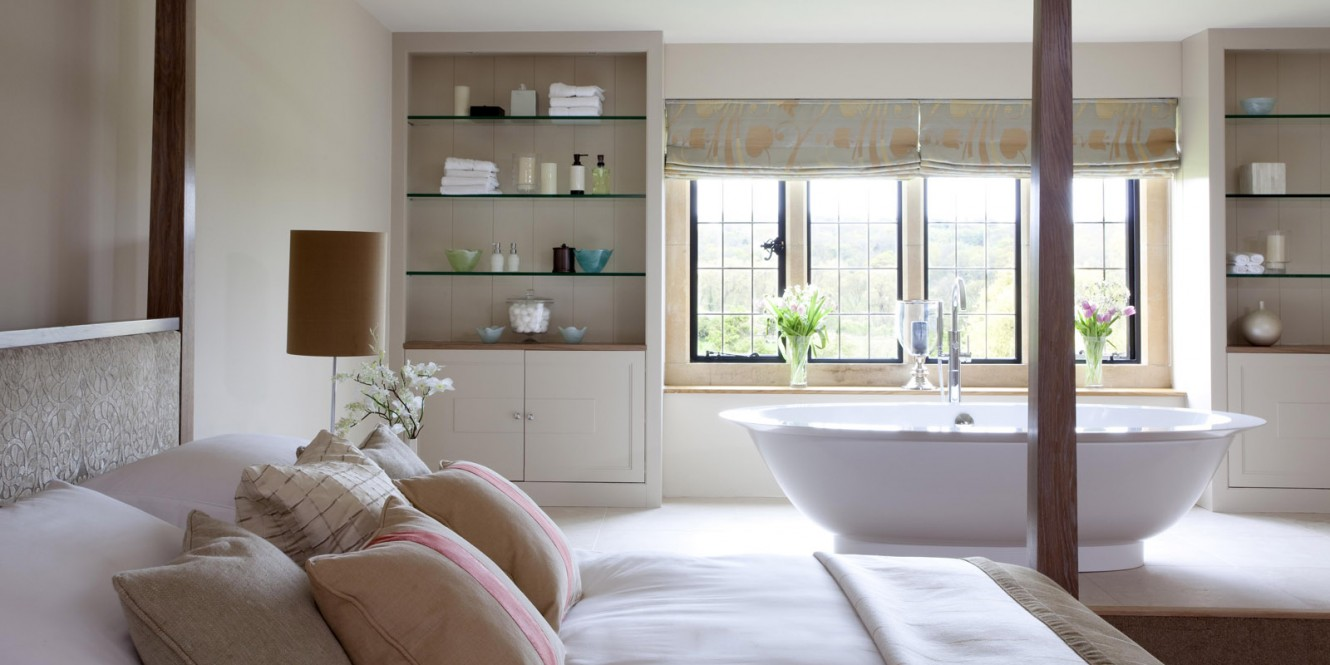 Bedroom with roll top bath