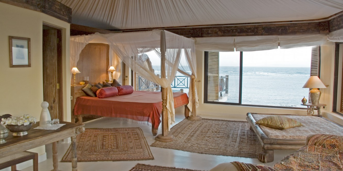 Alfajiri Cliff House Main Bedroom wide