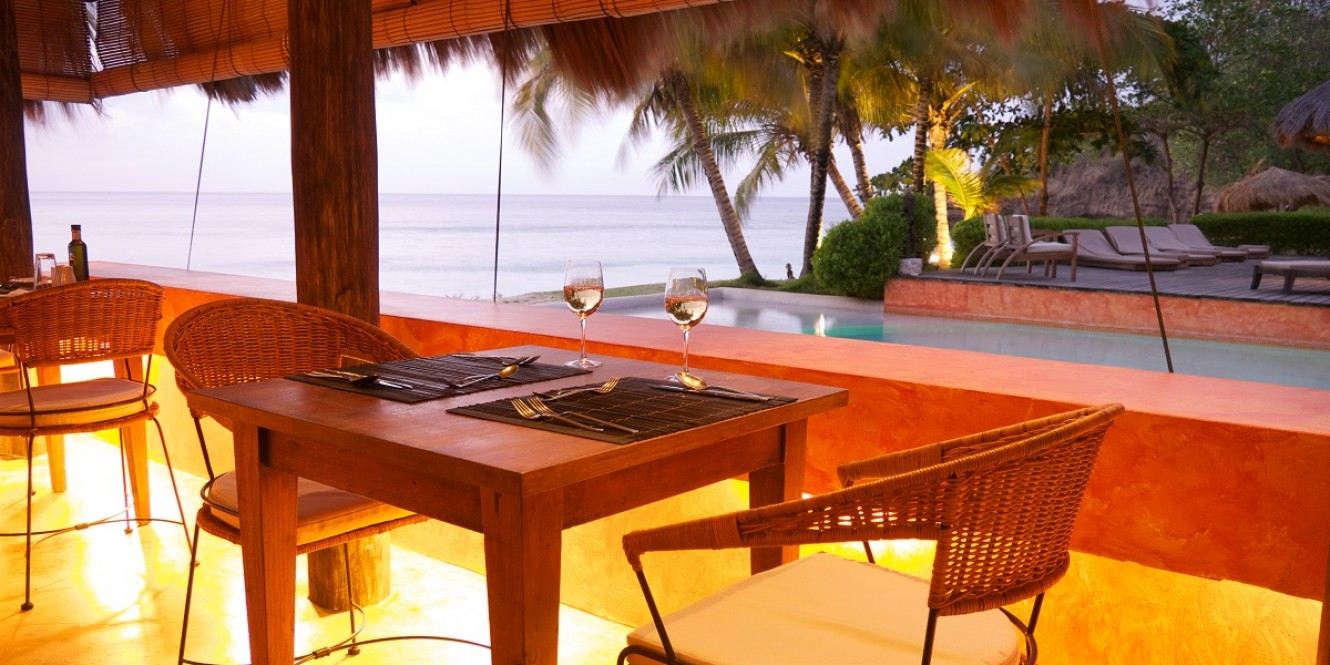 Laluna beach side dining